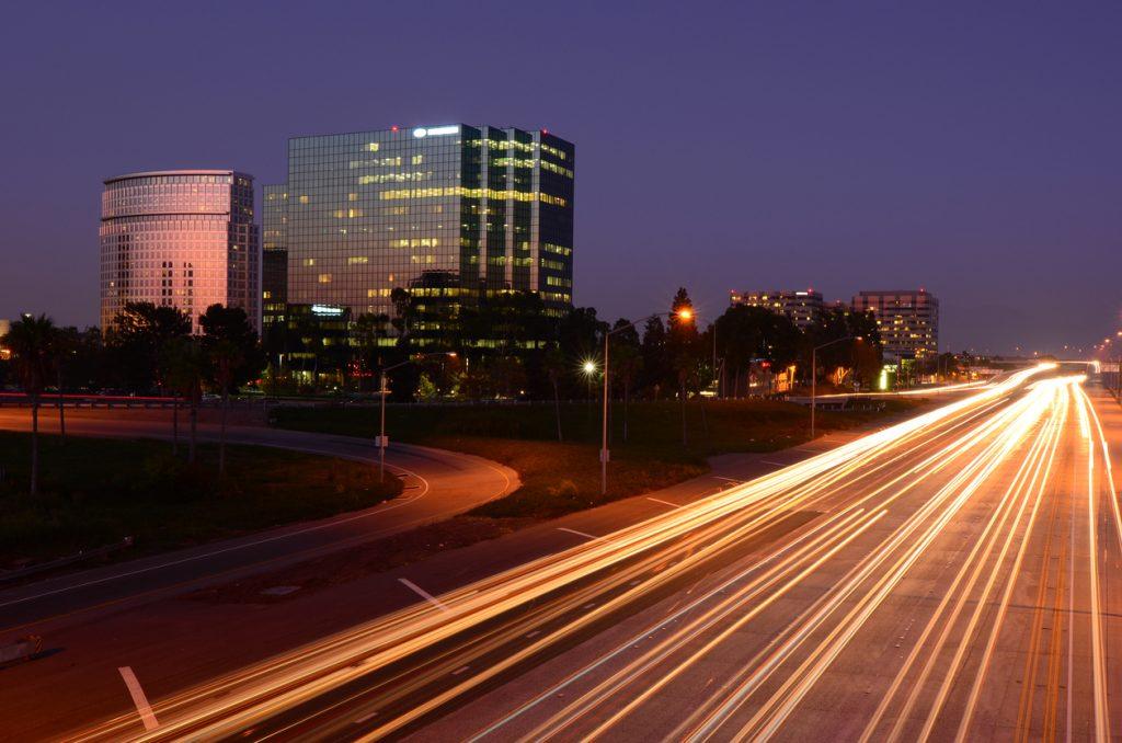 The 405 freeway runs through Costa Mesa